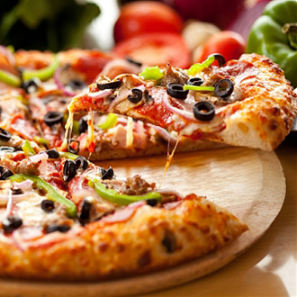thumb_15-hot-pizza-foods-drinks-beverages-wallpapers